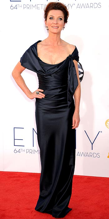 http://img5.timeinc.net/people/static/common/gallerytool/people/2012-emmys-arrivals/images/01418-michelle-fairley-350.jpg